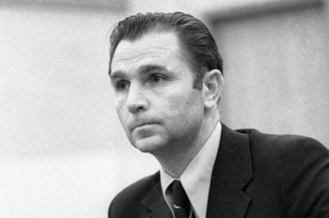 Старший тренер сборной СССР по хоккею Виктор Тихонов, 1977 г.