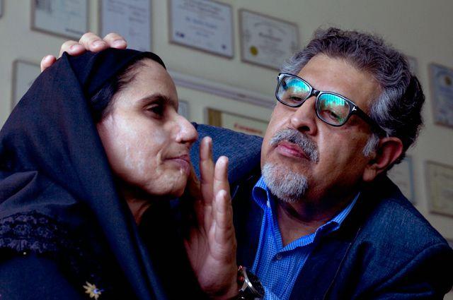 Кадр из фильма «Спасая лицо».