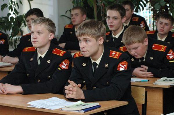 «Кадетство», 2006 год. Сериал о повседневной жизни кадетов Суворовского училища.