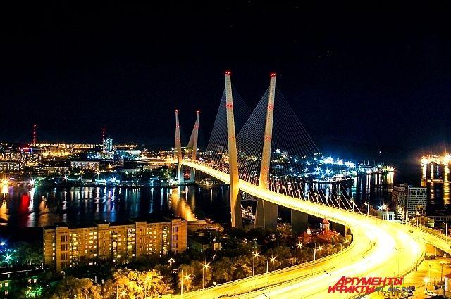 Символом восточного прорыва во Владивостоке стал Золотой мост.