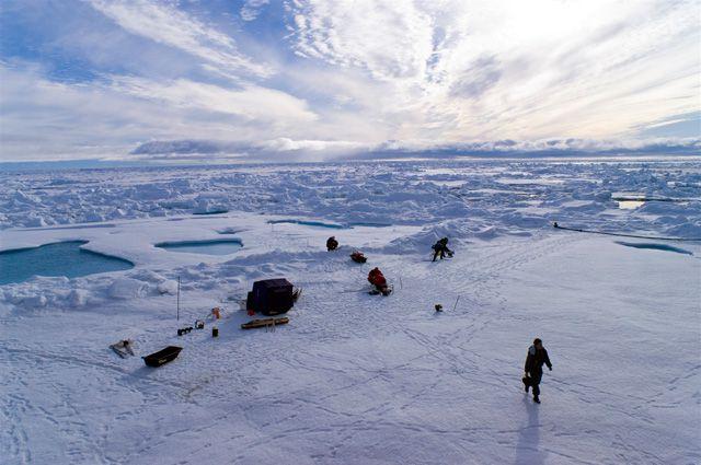Специалистам нужно разработать средство связи, работающее в условиях Арктики.