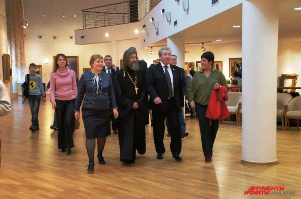 После приветственного слова гости отправились посмотреть на выставку работ Федора Конюхова, которая была организована в синем зале музея.