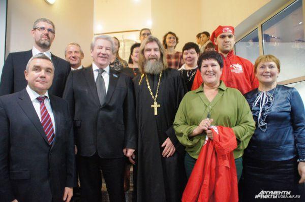 На встрече присутствовал спикер югорской Думы Борис Хохряков, депутат Дмитрий Мизгулин, благодаря которому и была организована встреча, депутат Сергей Дегтярев, и другие представители Думы.