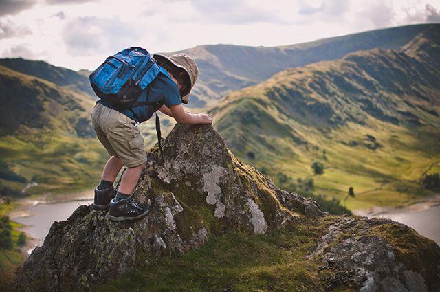 Юный приморец покоряет вершину горы Пидан.