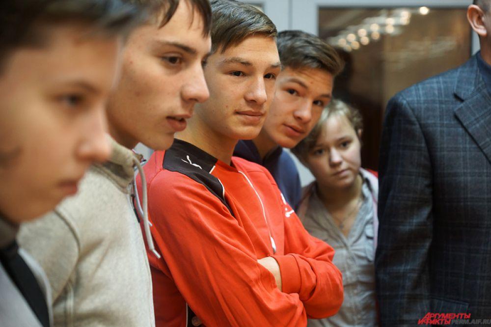 Помимо этого, каждому воспитаннику вручили приглашение на субботний матч с «Ростовом».