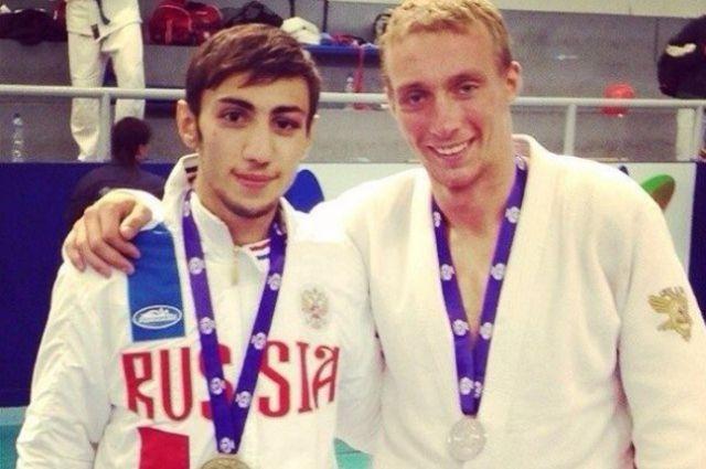 Алексей Волков (слева) стал серебряным призёром соревнований.
