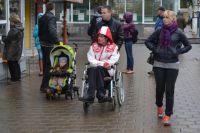 Редко кто из инвалидов может выбраться на улицу. В основном они сидят по домам.