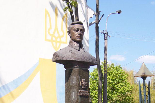 Памятник Симону Петлюре в городе Ровно.