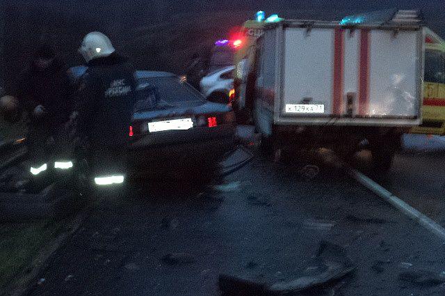На трассе «Крым» не смогли разъехаться два «Фольксвагена», в аварии погибли два человека