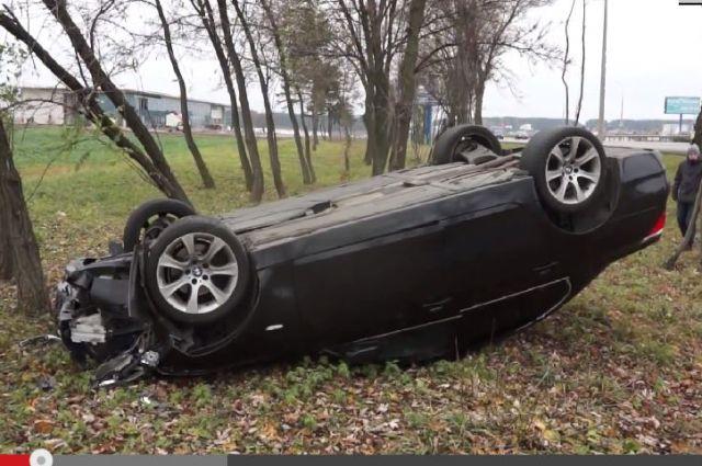 Перевёрнутый BMW.