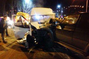 На Камчатке задержан водитель джипа, таранивший пассажирский микроавтобус
