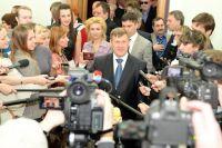 Анатолий Локоть (в центре).
