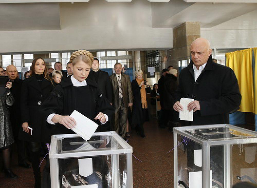 Юлия Тимошенко проголосовала на выборах в Раду в Днепропетровске