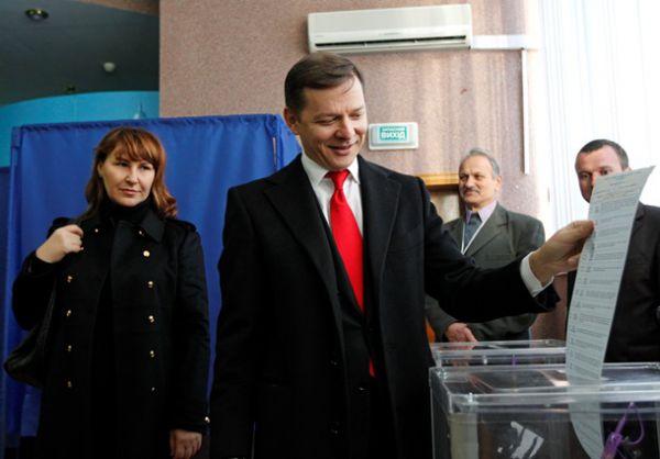 Одним из первых политиков  проголосовал лидер Радикальной партии Олег Ляшко