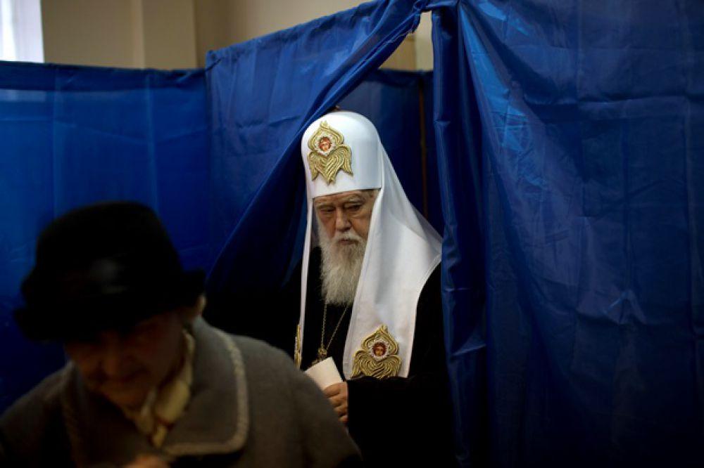 Голосует патриарх Филарет