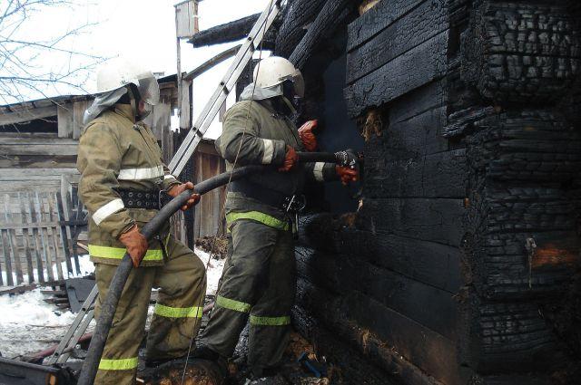 Во время пожара погибли мужчина и его маленькая дочка.