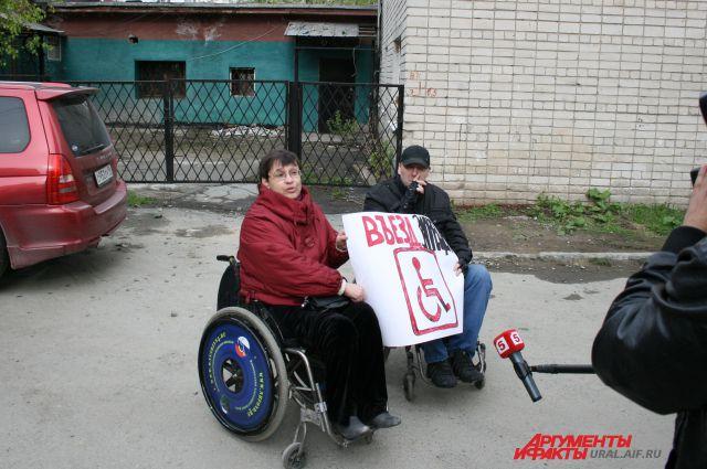 В Екатеринбурге мужчину на инвалидной коляске не пустили в кафе