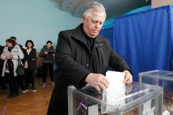 Коммунистической партии Украины Петра Симоненко, как и «Правому сектору» Дмитрия Яроша не удалось преодолеть 5 %-ый барьер.