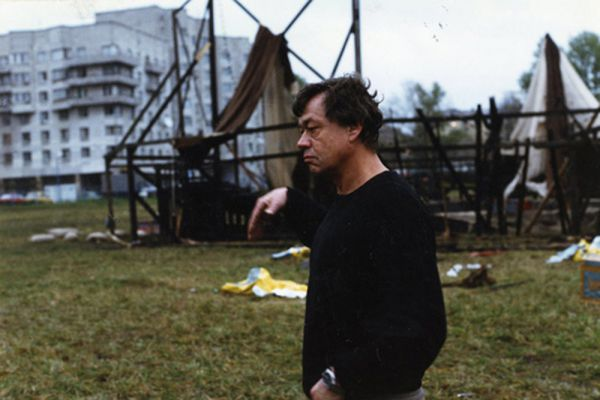 Николай Караченцов, играя в драмах, комедиях, детективах, исторических, музыкальных и детских фильмах ведущих режиссёров страны, создал незабываемые оригинальные образы: от простых парней, красавцев-любовников, офицеров, придворных и слуг, до графов и монархов