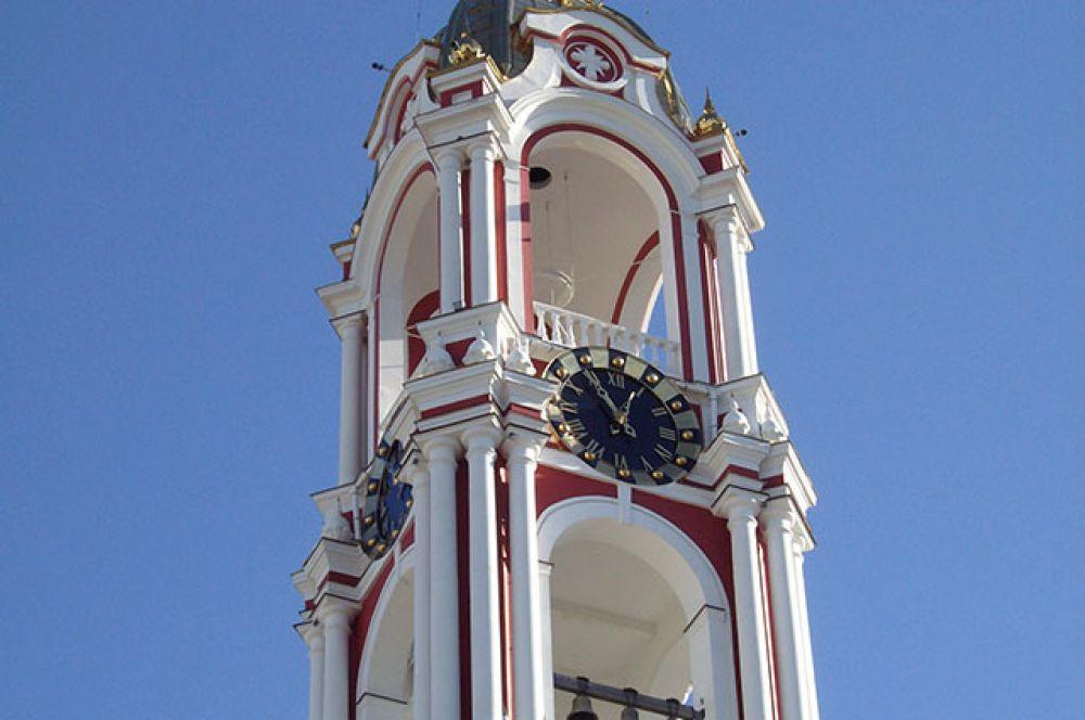 12.05. Чтобы подвести время на курантах Казанского монастыря, часовщик должен подняться на 70-метровую высоту