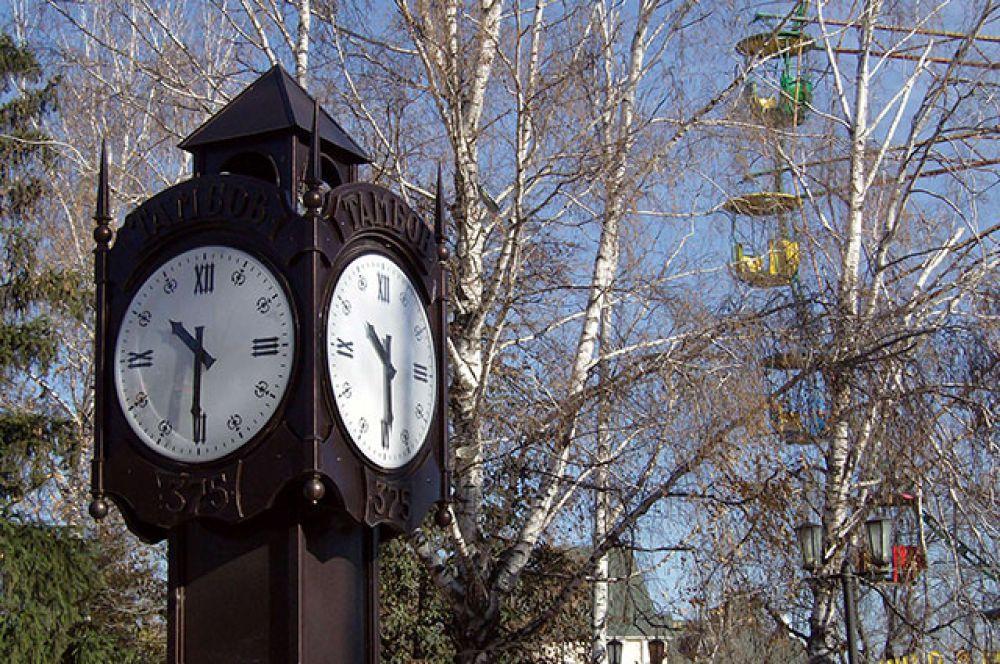 Часы парка сигнал точного времени получали со спутника