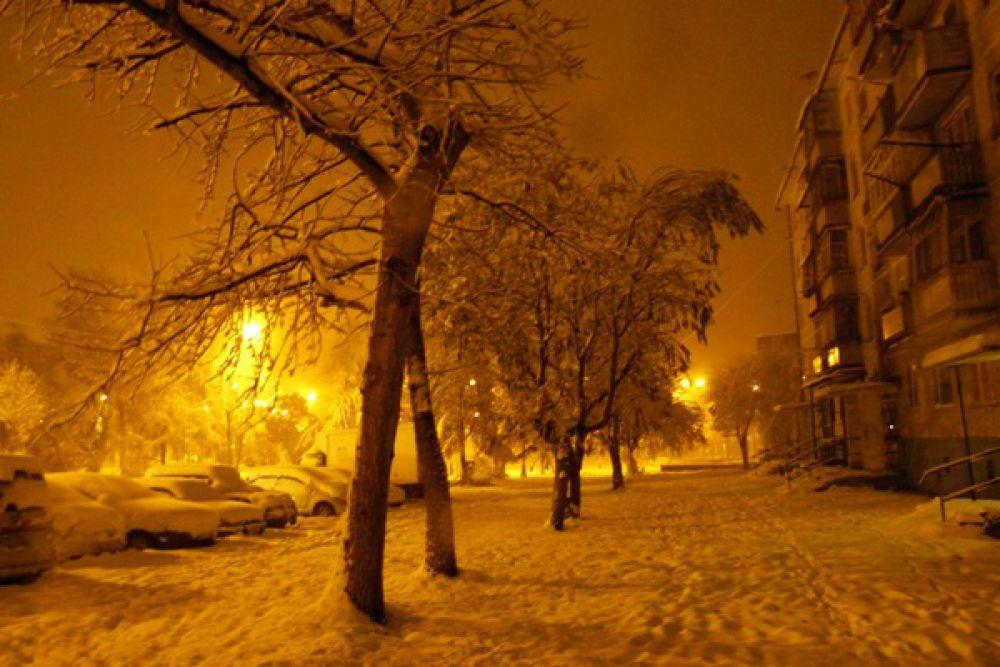 Ночной зимний город.