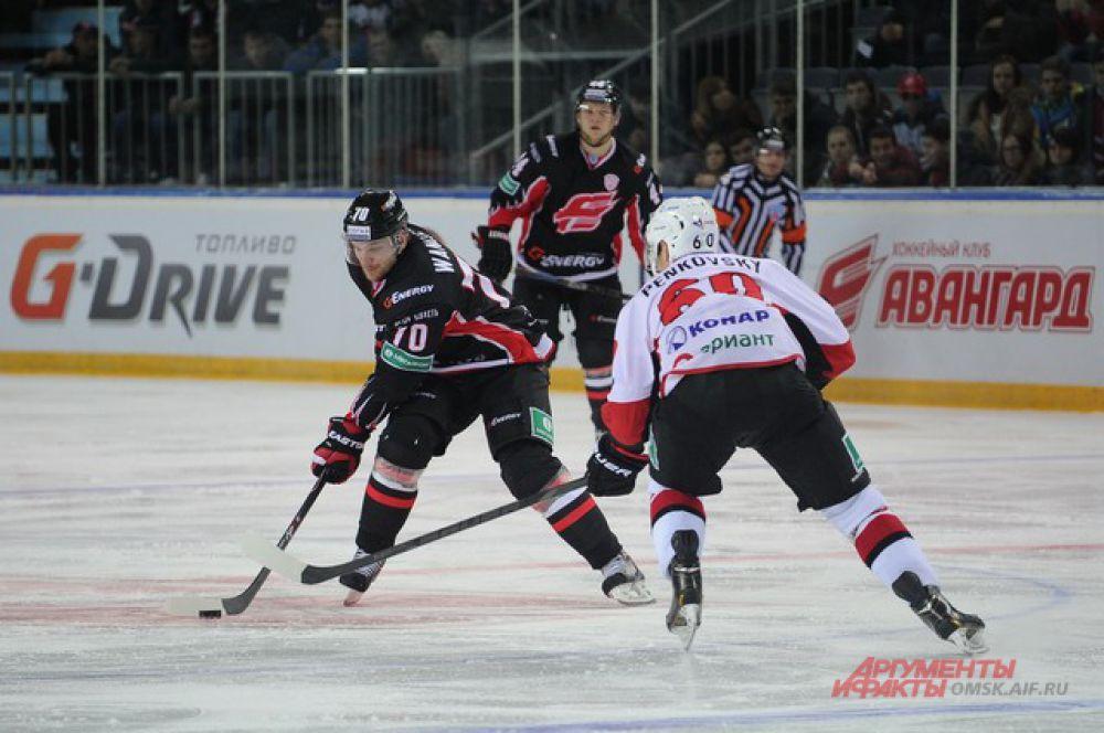 Омский «Авангард» обыграл челябинский «Трактор» со счётом 3:0.