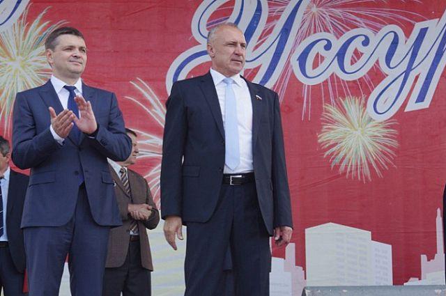 Николай Рудь (справа) на Дне города Уссурийска.