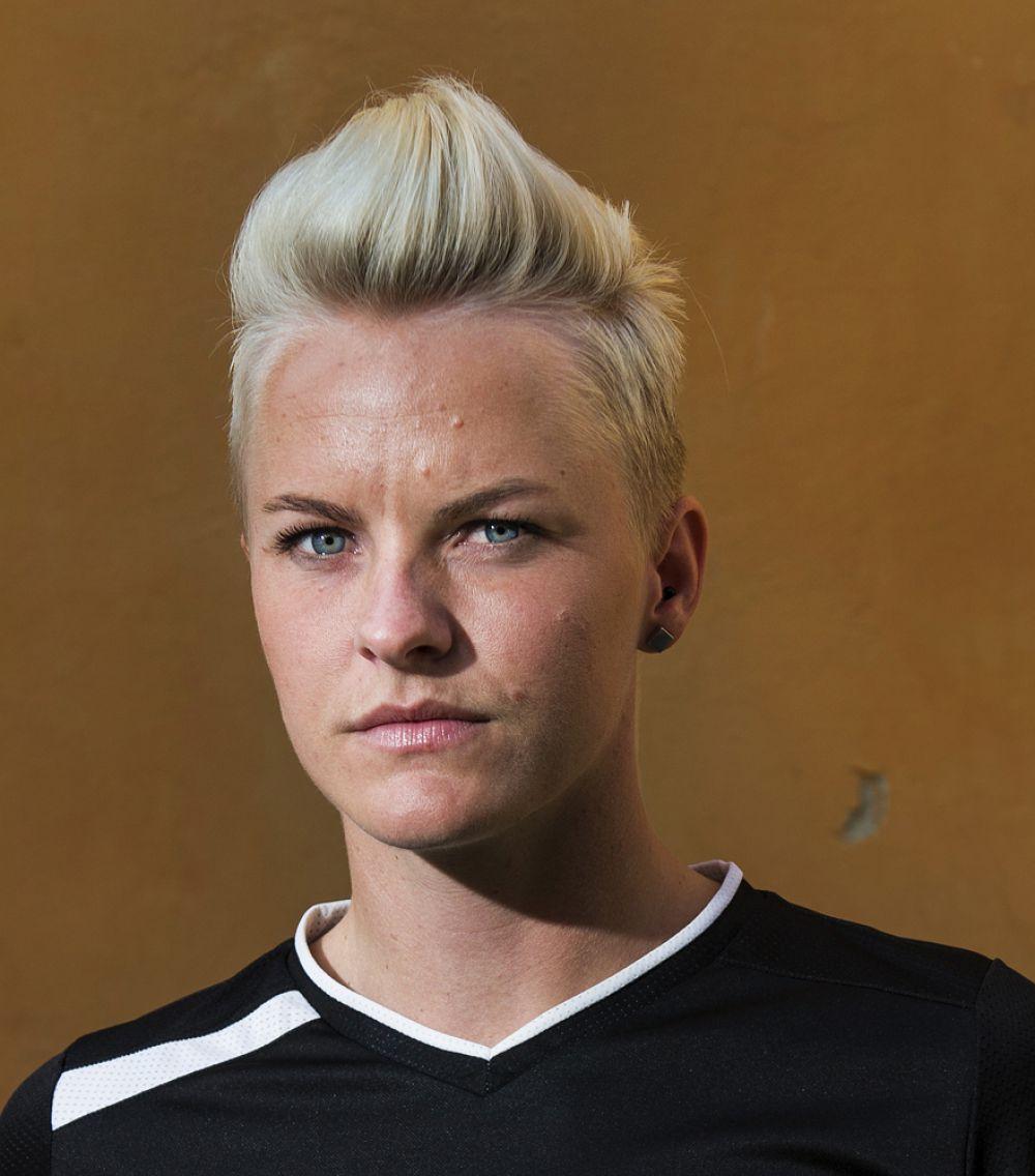 Нилла Фишер – цементирует оборону сборной Швеции и немецкого «Вольфсбурга».