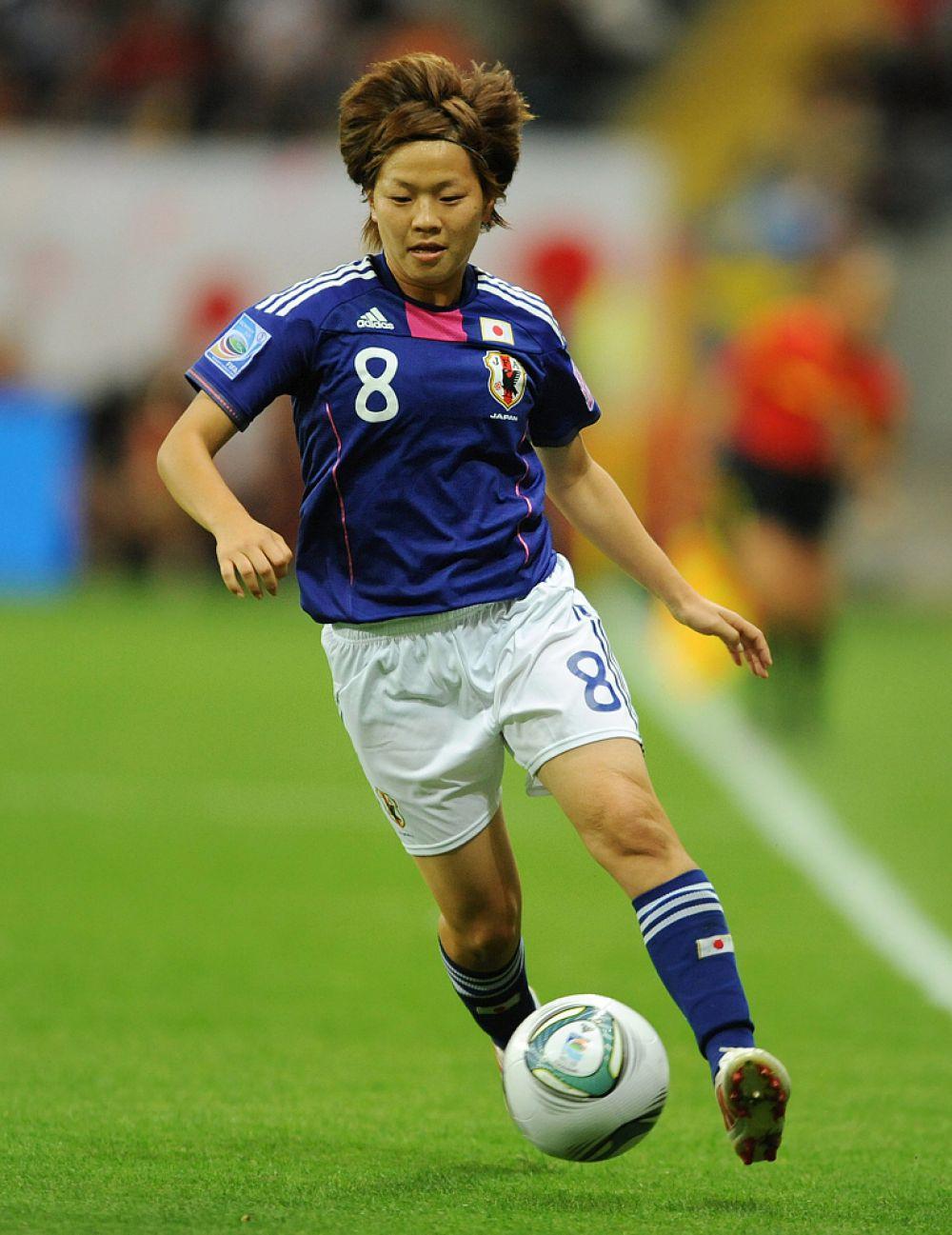 В отличие от Наоми Кавасуми Ая Мияма с 2009 года безуспешно пыталась закрепиться в американской лиге. В итоге она вернулась в родную Японию. В 2011 году полузащитница внесла весомый вклад в победу своей сборной на чемпионате мира в Германии.