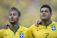Футболисты Неймар и Халк на чемпионате мира по футболу в Бразилии, 2014 г.