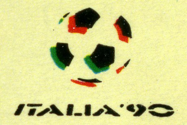 ЧМ-1990 в Италии. Команда ФРГ в третий раз стала победителем мирового первенства, в решающем матче немцы обыграли сборную Аргентины.