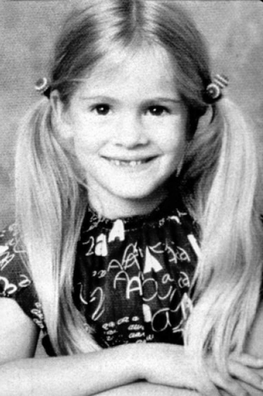 «Мало кто верит в это, однако в колледже я была самой последней из группы, кто поцеловался с мальчиком, а до 20 лет я даже не знала, кто такие лесбиянки» (Джулия Робертс в детстве)