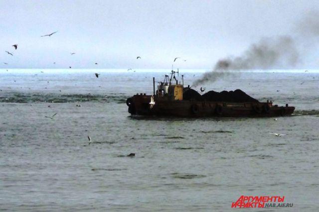 Перекачка топлива с танкера на склад в Охотске