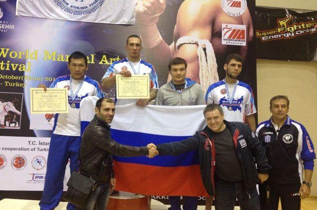 Спортсмен Вадим Павлов (слева).