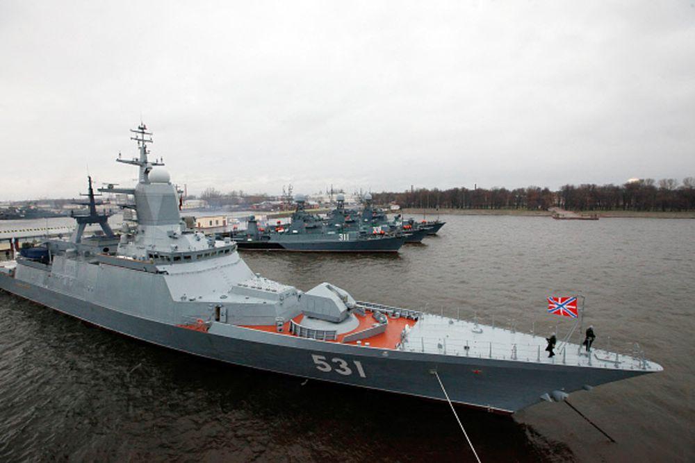 Корвет-«неведимка» «Сообразительный» предназначен для действий в ближней морской зоне и ведения борьбы с надводными кораблями и подлодками, а также для артиллерийской поддержки морского десанта. Был спущен на воду в 2010 году. Длина корабля составляет 90 м. Экипаж – 100 человек. Скорость корвета достигает 50 км/ч. Корабль вооружен артустановкой А-190, автоматическими корабельными артиллерийскими установками АК-630, противокорабельными ракетами «Уран», зенитным ракетным комплексом «Редут», торпедами «Пакет-НК».