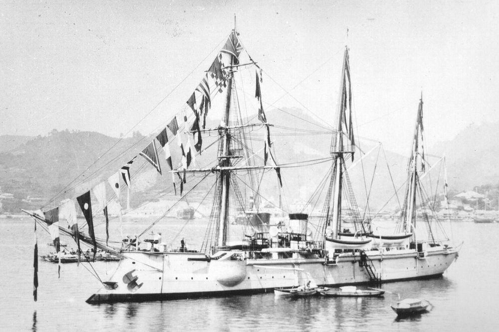 «Кореец» — русская мореходная канонерская лодка. Кореец», как и «Варяг» известен по сражению с японской эскадрой у Чемульпо. За время боя корабль выпустил по противнику 52 снаряда. Единственным его повреждением было пробитое осколком японского снаряда таранное отделение. Потерь не было.