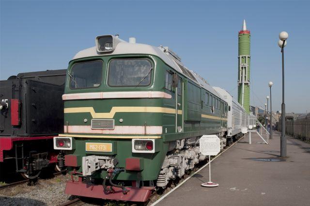 Грузовой состав столкнулся в омской области с легковым автомобилем.