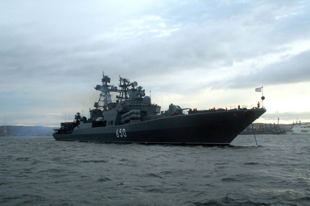 Большой противолодочный корабль Северного флота России «Адмирал Чабаненко» был введен в строй – в 1999 году. Длина этого корабля составляет 163,4 м. Экипаж — 296 человек. Корабль способен находиться в автономном плавании 30 суток. Скорость – 60 км/ч. «Адмирал Чабаненко» вооружен пусковыми установками для 8 сверхзвуковых противокорабельных ракет «Москит», двумя боевыми модулями зенитного ракетно-артиллерийского комплекса «Кортик», комплексом противоторпедной защиты РБУ-12000 «Удав», ЗРК «Кинжал», пушкой АК-130.