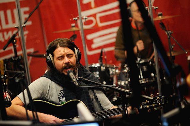 Песни бывшего новосибирца Дмитрия Ревякина («Калинов Мост») находятся в постоянной ротации «Нашего Радио».