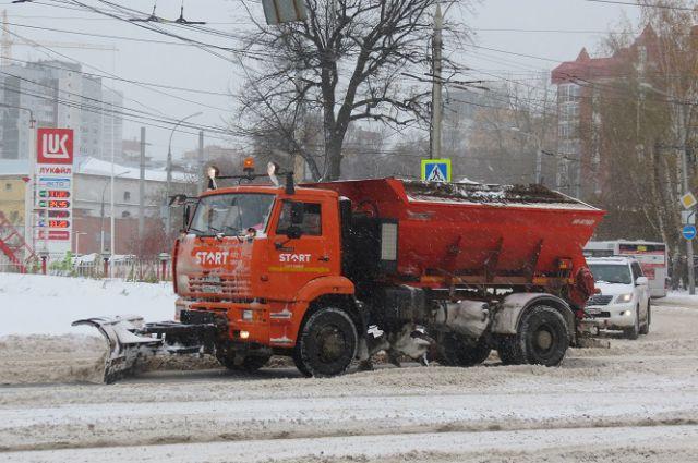 Уборка снега с улиц.