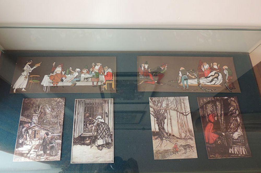 Больше всего иллюстраций к самым любимым сказкам – «Красной шапочке» и «Белоснежке»