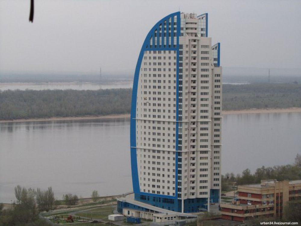 Самое высокое здание в Волгограде – это две башни жилого комплекса «Волжские паруса» в 32 и 28 этажей.
