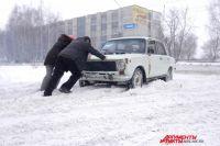На снежном поле желающих «срезать» путь ждало снежное огорчение.
