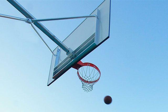 В баскетбол жители Слюдянки теперь могут играть на территории нового спортивно-оздоровительного комплекса.