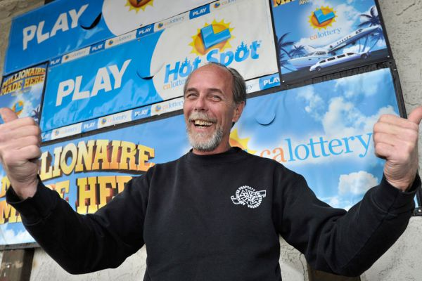 А вот история Брайана МакМахона из Калифорнии идет в разрез с остальными. Нет, он тоже выиграл большие деньги – 10 миллионов долларов, он тоже потратил на билеты совсем немного – всего 5 долларов. Но вот выигрыш его нельзя назвать случайным. Брайан – постоянный игрок, можно даже сказать, болезненный игрок в лотерею. Он фанатично хотел выиграть деньги, и вот – получилось. Правда история умалчивает, сколько он потратил на билеты до своего куша.
