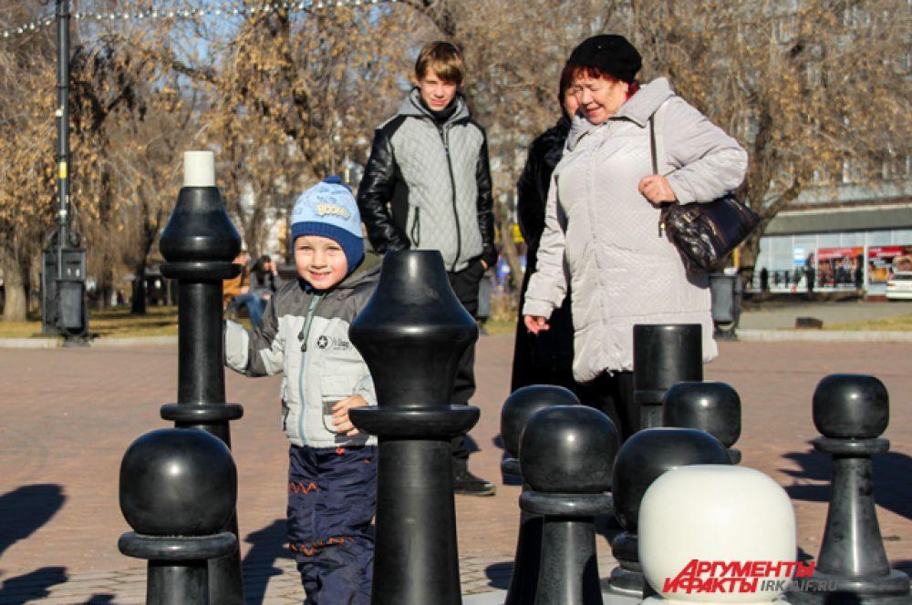 В считанные секунды шахматное поле наполнилось детскими счастливым смехом.