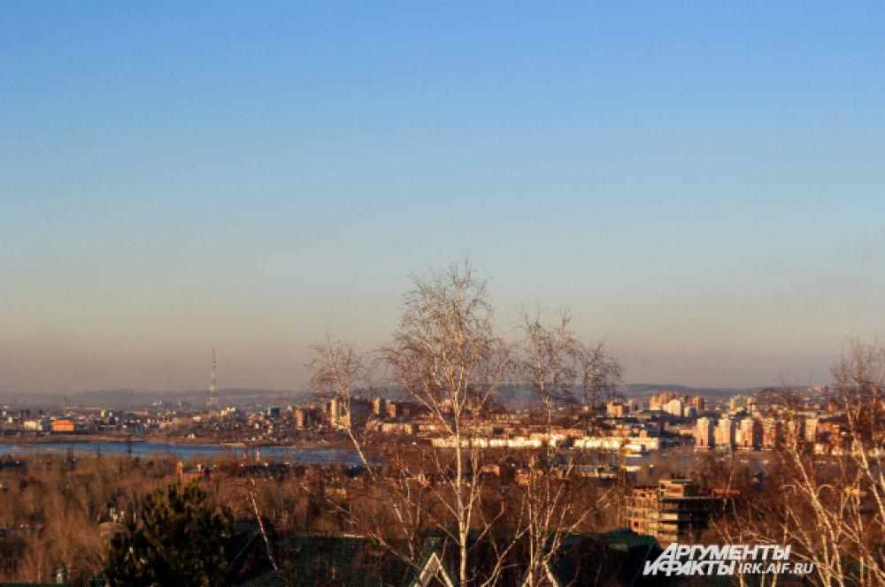 Вид на город с Пика любви.