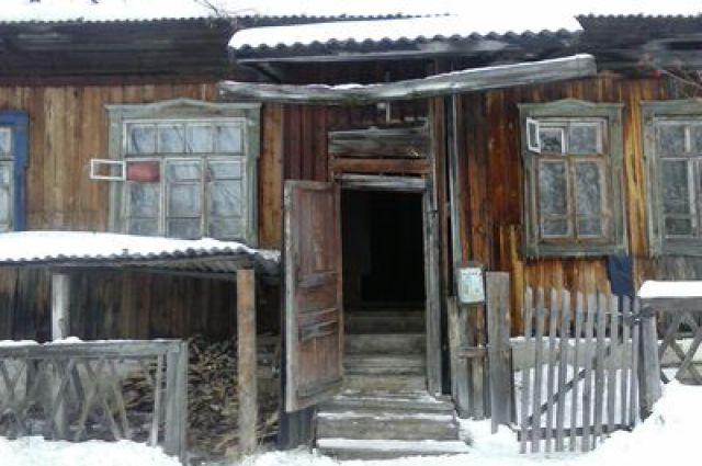 Власти Талицы оставили людей жить в аварийном доме
