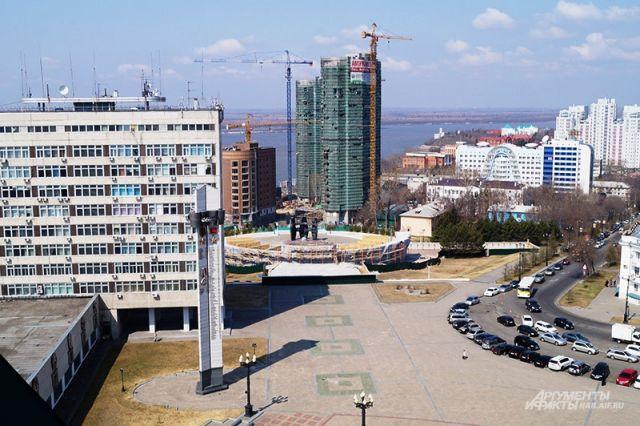 Вид со звонницы Спасо-Преображенского собора Хабаровска, самого высокого в городе